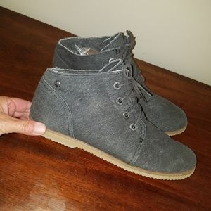 SALE 7 FOR $20 BearPaw Canvas Shoes size 10